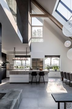 Witte keuken in design interieur Interior Design Minimalist, Modern Home Interior Design, Dream House Interior, Luxury Homes Dream Houses, Dream Home Design, Modern Kitchen Design, Modern House Design, Interior Architecture, Minimalist Furniture