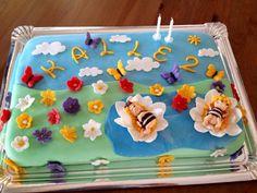 Diese tolle Torte hat Diane gezaubert. Vielen Dank für das Bild. Ausstecher findet ihr bei uns im Shop:   http://www.tolletorten.com/advanced_search_result.php?keywords=ausstecher&x=0&y=0