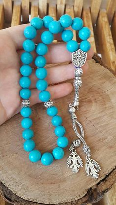 This worrybeads is handmade of 33 pieces 10 mm natural turquoise beads with silver colored metal imame and tassel. ABOUT Jewelry Designer of Emotional Dreams offers an exciting collection, designed and handmade by designer herself. You will find a selection of rich gemstone designs.