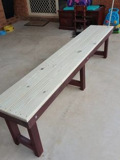 How to Build a Simple Bench. A step by step tutorial on how to make a simple wooden picnic bench. A very basic design for the beginner woodworker. Wooden Bench Seat, Diy Bench, Wooden Benches, Patio Bench, Diy Patio, Dining Bench, Dining Chairs, Wrought Iron Bench, Industrial Bench