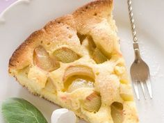 Gâteau fin à la rhubarbe : Recette de Gâteau fin à la rhubarbe - Marmiton
