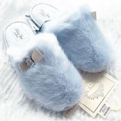 The prettiest slippers ever! Bunny Slippers, Cute Slippers, Fur Fashion, Fashion Shoes, Fashion Accessories, Fluffy Comforter, Fluffy Sliders, Bedroom Slippers, Girls Sleepwear
