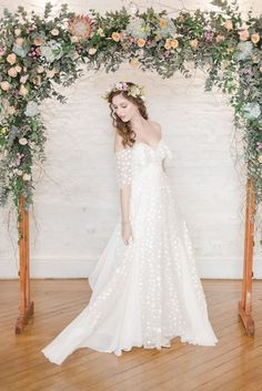 Vintage wedding dress and boho chic: is there a difference? Boho Chic Wedding Dress, How To Dress For A Wedding, Boho Dress, Chic Dress, Nice Dresses, Wedding Day, Wedding Inspiration, Bride, Beautiful