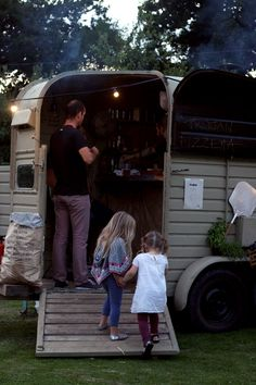 what a great idea for an old horse trailer!