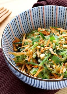 Thailändischer Gurkensalat - A cuisiner. Raw Food Recipes, Veggie Recipes, Asian Recipes, Vegetarian Recipes, Cooking Recipes, Healthy Recipes, Healthy Cooking, Healthy Eating, How To Make Salad
