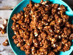 Transform plain popcorn into a crispy chocolate treat with just a handful of pantry staples. Chocolate Covered Popcorn, Chocolate Pops, Chocolate Treats, Popcorn Recipes, Snack Recipes, Fall Recipes, Cocoa Puffs, Serious Eats, How To Make Chocolate