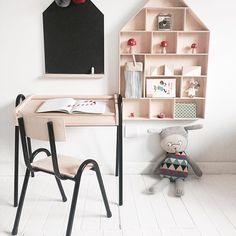 Szaro, buro☁️ i ponuro na dworze więc rzucamy odrobinę inspiracji do #kidsroom#timi#tablica#kredowa#domek#drobiazgi#biurko#krzesło#belmam#