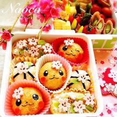 Pikachu's cherryblossoms viewing bento, March 2014  まん丸ピカチュウお稲荷さんのお花見大箱弁当  去年のお花見弁当です お稲荷さんをラップで包んで丸くして、ピカチュウのお顔をつけたらとっても可愛らしくなりました 小さい子供でも食べやすいし、酢飯なので衛生面も安心ですね✨ オープン稲荷の上には桜型抜きをたくさん散らし、手毬寿しも添えました  こちら四国、今日は桜の蕾がかなり大きく膨らんでいました お花見まであと少しです  今日のブログは長女ちゃん幼稚園園弁総集編の2日目!年中さん編です お弁当フォト満載でお送りしてますのでよかったらプロフィールから覗いてくださいね  明日は長女ちゃんのピアノの発表会 群馬の実家から母がヘルプに駆けつけてくれます(また旦那が出張で。。。(〃ノωノ)) 楽しく弾けますように 皆様素敵な1日を✨ #bentoart #bs_world #cute #charaben #cutebeto #creativefood #decoben #decofood #foodart #foodblogger…
