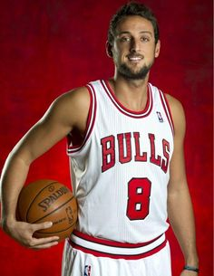 Marco Belinelli Handsome Italian Men, Nba Chicago Bulls, How To Look Better, Athletes, Balls, Posters, Poster, Postres