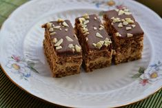 Myra's kitchen: Prajitura pufoasa cu nuca si ness Romanian Desserts, Food Cakes, Something Sweet, Cake Recipes, Caramel, Baking, Kitchen, Cakes, Sticky Toffee