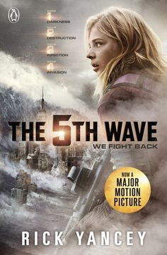 The 5th Wave | Rick Yancey | #SeasonsReadings On a lonely stretch of highway, Cassie runs from beings that only look human, who have scattered Earth's last survivors. To stay alone is to stay alive, until she meets mysterious Evan, who may be her only hope.