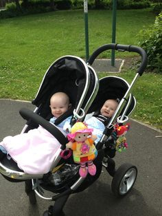 Thank you so much to Victoria Holden for sharing this lovely photo of James and Jessica in their Peach Blossom Twin enjoying a trip to the park!