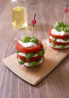 Millefeuille caprese tomate mozzarella basilic // A faire en bouchées avec des tomates cerises