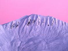 sommet enneigé à l aube couleurs de l aube sur un sommet des alpes ...