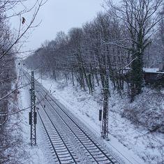 munich | germany | münchen | deutschland | winter an der bahnstrecke am ostfriedhof