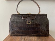 Leather Purses, Leather Handbags, Cat Ring, Unique Cats, Vintage Handbags, Brass Hardware, Beautiful Rings, French Antiques, Crocodile