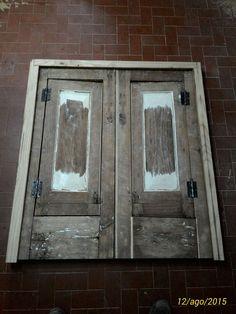 Ristrutturazione di un infisso ed una porta in legno di castagno Originariamente serramenti di un palazzo nobiliare realizzato alla fine del XVIII° secolo. Costruiti completamente in castagno massello Dario Raia