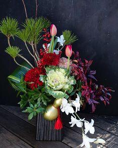 お正月レッスンも残すところ 今日明日となりました 今回はお正月らしく 普段では使うことの少ない マム葉牡丹等を使って 和モダンな感じで作って頂いています  picは先日のレッスンの作品 (花材は仕入れの状況で 若干変更が有ります)  午後のレッスン間もなく始まります   #お正月レッスン  #花のある暮らし #花贈り #花教室 #花レッスン #吉祥寺の花教室 #お花好きと繋がりたい #flowerpic #still_life_gallery #プティクールエーム #petitecourm #私の花の写真 #lifewithxA3 #instagram #instagramjapan #Instagrmmer #tokyocameraclub