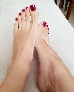 Classy feet Miss Audrey Pretty Toe Nails, Cute Toe Nails, Pretty Toes, Nice Toes, Painted Toes, Feet Nails, Toenails, Soft Feet, Beautiful Toes
