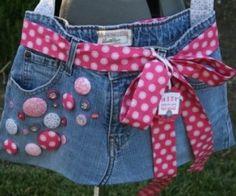 Vous aussi vous avez un vieux jean que vous n'utilisez plus ? Ne vous inquiétez pas, voici quelques astuces afin de créer des objets de récup' à partir d'une paire de jeans abimée ! PLUS D'IMAGES : ICI…