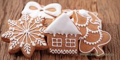 Christmas cookies are loved by everyone and a great way in which the whole family can spend some quality time this festive season is baking some delicious cookies. Baking Christmas cookies together… Gingerbread Ornaments, Christmas Gingerbread, Rustic Christmas, Gingerbread Cookies, Magical Christmas, Gingerbread Houses, Cute Christmas Cookies, Holiday Cookies, Holiday Treats