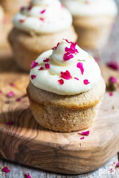 Finally, a cupcake that is good for you and tastes as great as it looks. These vanilla cupcakes use real vanilla seeds for all-natural flavor and no post-cupcake guilt.