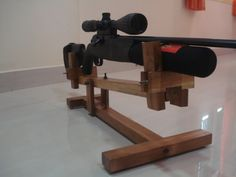 Indians For Guns Outdoor Shooting Range, Shooting Table, Shooting Rest, Rifle Stand, Rifle Targets, Gun Rooms, Woodworking Projects That Sell, Diy Woodworking, Wooden Pallet Projects