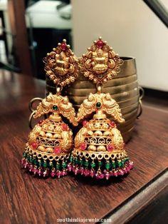 Gold Jhumka Earrings, Buy Earrings, Gold Earrings Designs, Gold Temple Jewellery, Gold Jewellery Design, Gold Jewelry Simple, Phulkari Saree, South India, Ear Rings
