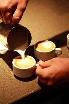 thatcoffeehouse:    espresso foam art by numstead on Flickr.