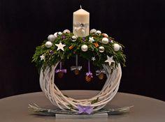 Zdjęcie użytkownika NPK Rafał Kawałko          Floral Designer. Christmas Vases, Christmas Arrangements, Christmas Flowers, Christmas Centerpieces, Christmas Bells, Xmas Decorations, Winter Christmas, Christmas Wreaths, Christmas Quotes