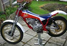 Honda Motorcycles, Cars And Motorcycles, Youth Dirt Bikes, Trail Motorcycle, Trial Bike, Bike Rider, Old Bikes, Trail Riding, Vintage Bikes