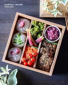 Japanese Street Food, Japanese Lunch Box, Japanese Food, Bento Box Lunch, Lunch Boxes, Sushi Donuts, Kawaii Bento, Sushi Art, Culinary Arts