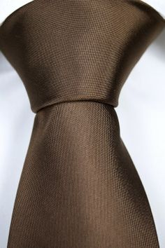 Emil has a plain & solid structure in medium brown. City-chic at its best!