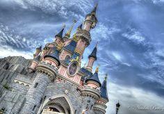 Hello, Je crois que vous étiez nombreux à attendre ce concours avec impatience, alors le voilà ! Aujourd'hui sur le blog, c'est B&B Hôtels qui vous gâte avec une nuit dans l'hôtel B&B de Disneyland Paris à Magny le Hongre ainsi que les petits déjeuners...
