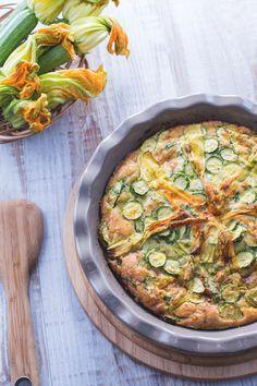 La #frittata di #zucchine al #forno è un modo alternativo di cuocere questo piatto nutriente per celebrare con leggerezza i colori della primavera e i suoi squisiti frutti! ( #zucchini #omelette in oven) #Giallozafferano #recipe #ricetta #spring #flowers