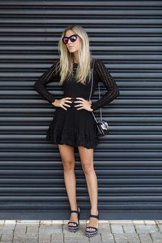 Nati Vozza do Blog de Moda Glam4You usa look all black com vestido de inverno.