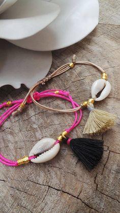Cowrie shell bracelet. Boho tassel bracelet.Summer bracelet.