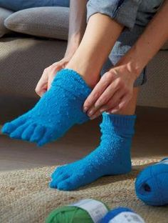 Free Pattern Toe Sock: Spreading your toes is the best thing you can do for your feet. Your feet will be happy and healthy when you wear these innovative toe socks knit in lavender scented Schachenmayr Regia Sentimento