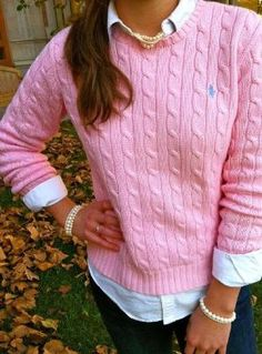 Ralph Lauren Polo - I love cable knit sweaters, so classic. Camisa Polo Ralph Lauren, Ralph Lauren Jumper, Polo Lauren, Ralph Lauren Style, Preppy Outfits, Mode Outfits, Preppy Wardrobe, Fall Winter Outfits, Autumn Winter Fashion