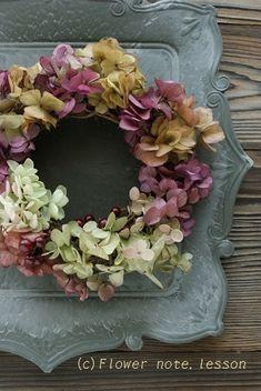 Floral Wreath, Christmas Decorations, Wreaths, Flowers, Floral Crown, Door Wreaths, Deco Mesh Wreaths, Royal Icing Flowers, Floral Arrangements