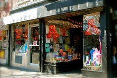 Holiday Season: Top 10 Best Gift Shops in New York City ➤ To see more news about the Interior Design Shops in the world visit us at www.interiordesignshop.net/ #interiordesign #homedecor #shopping @interiordesignshop @koket @bocadolobo @delightfulll @brabbu @essentialhomeeu @circudesign @mvalentinabath @luxxu @covethouse_
