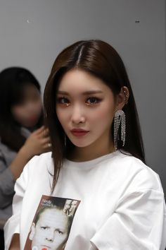 Chungha (청하) is a Korean solo singer, who became well known after finishing on rank 4 on the survival show Produce 101 and became part . Kpop Girl Groups, Korean Girl Groups, Kpop Girls, Kim Chanmi, Kim Chungha, Korean Makeup, Asian Makeup, Eye Makeup, Kpop Aesthetic