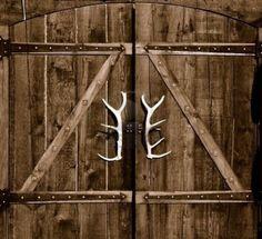 Antler door handles for a country home