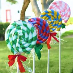 decorations christmas outdoor giant Giant outdoor Christmas decorationsYou can find Home parties and more on our website Candy Christmas Decorations, Easy Christmas Crafts, Noel Christmas, Christmas Projects, Simple Christmas, Winter Christmas, Christmas Ornaments, Summer Winter, Summer Crafts