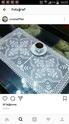 This Pin was discovered by Faz Crochet Table Runner, Crochet Tablecloth, Crochet Doilies, Crochet Flowers, Crochet Lace, Free Crochet, Filet Crochet Charts, Crochet Diagram, Crochet Square Patterns