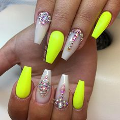 """Neon Yellow"" med Frosted Pink och stenar #lillynails"