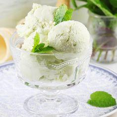 Super pyszne i niezwykle oryginalne w smaku lody awokado. To mój sprawdzony przepis na domowe lody z awokado. Wychodzą idealnie kremowe i aksamitne. Nie za słodkie, ale cudownie pyszne i to bez dodatku jajek. Pina Colada, Sorbet, Ice Cream, Food, Milk, Diet, No Churn Ice Cream, Icecream Craft, Essen