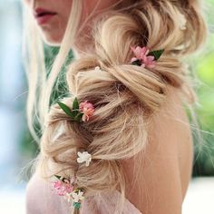 New Wedding Hairstyles With Flowers Rapunzel Tangled Ideas - Wedding Time Princess Aesthetic, Disney Aesthetic, Wedding Hair Flowers, Flowers In Hair, Pink Flowers, Anna Y Elsa, Disney Rapunzel, Princess Disney, Princess Rapunzel