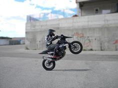 SUPER MOTO WHEELIE