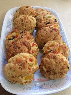 Νηστίσιμη συνταγή: Ελιοπιπεροψωμακια με σιμιγδάλι Muffin, Savoury Pies, Pastries, Breakfast, Cakes, Food, Morning Coffee, Savoury Tarts, Cake Makers